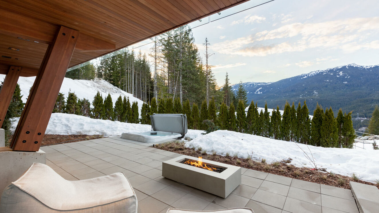 Lower Level Fire Pit & Hot Tub