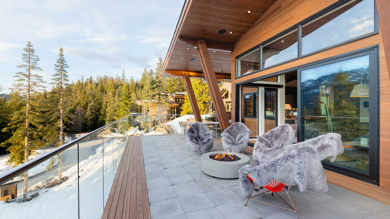 Outdoor Area & Fire Pit