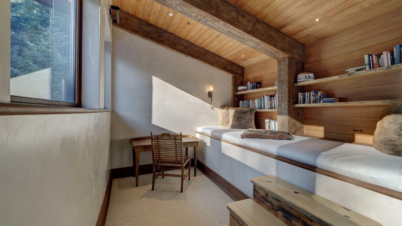 Guest Suite 5 Sitting Area/Nook