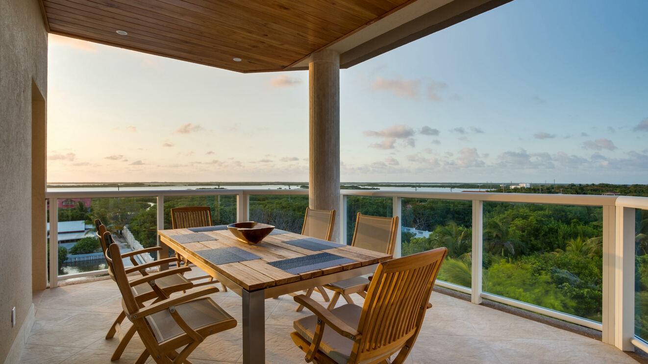 Outdoor Dining & Sunset Views