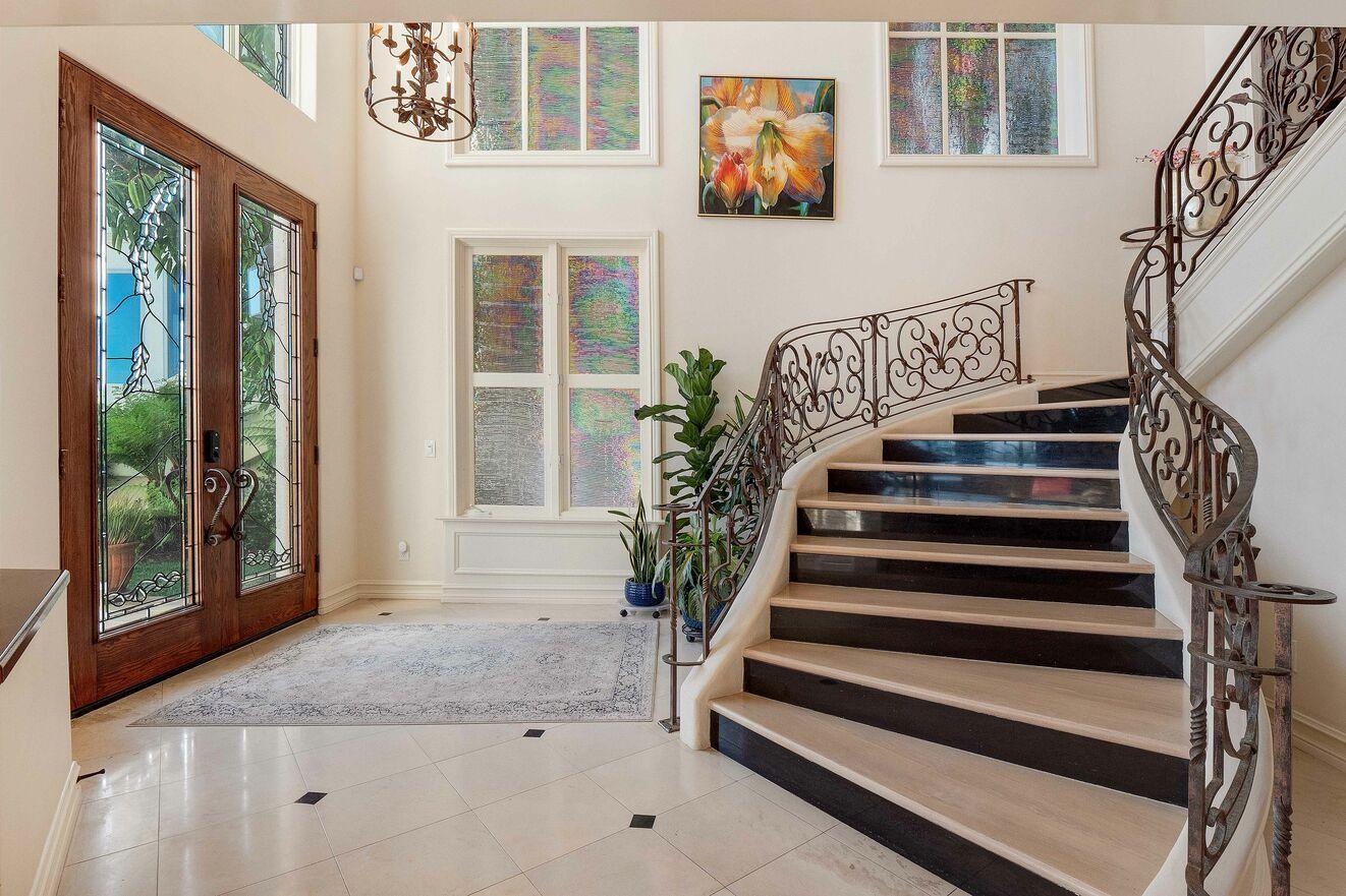 Entry on Floor 2