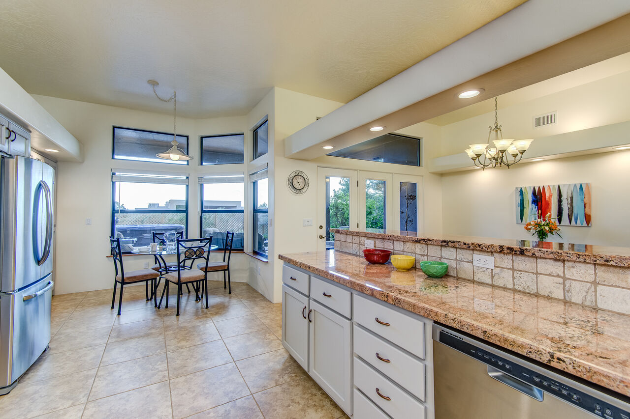 Fully Equipped Kitchen with Breakfast Nook Seating