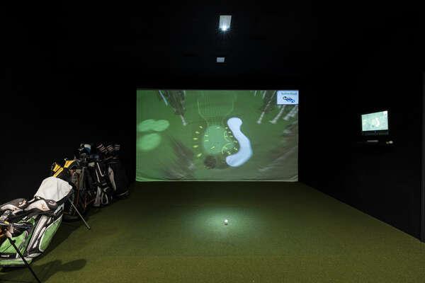 Basement Lounge - Golf Simulator