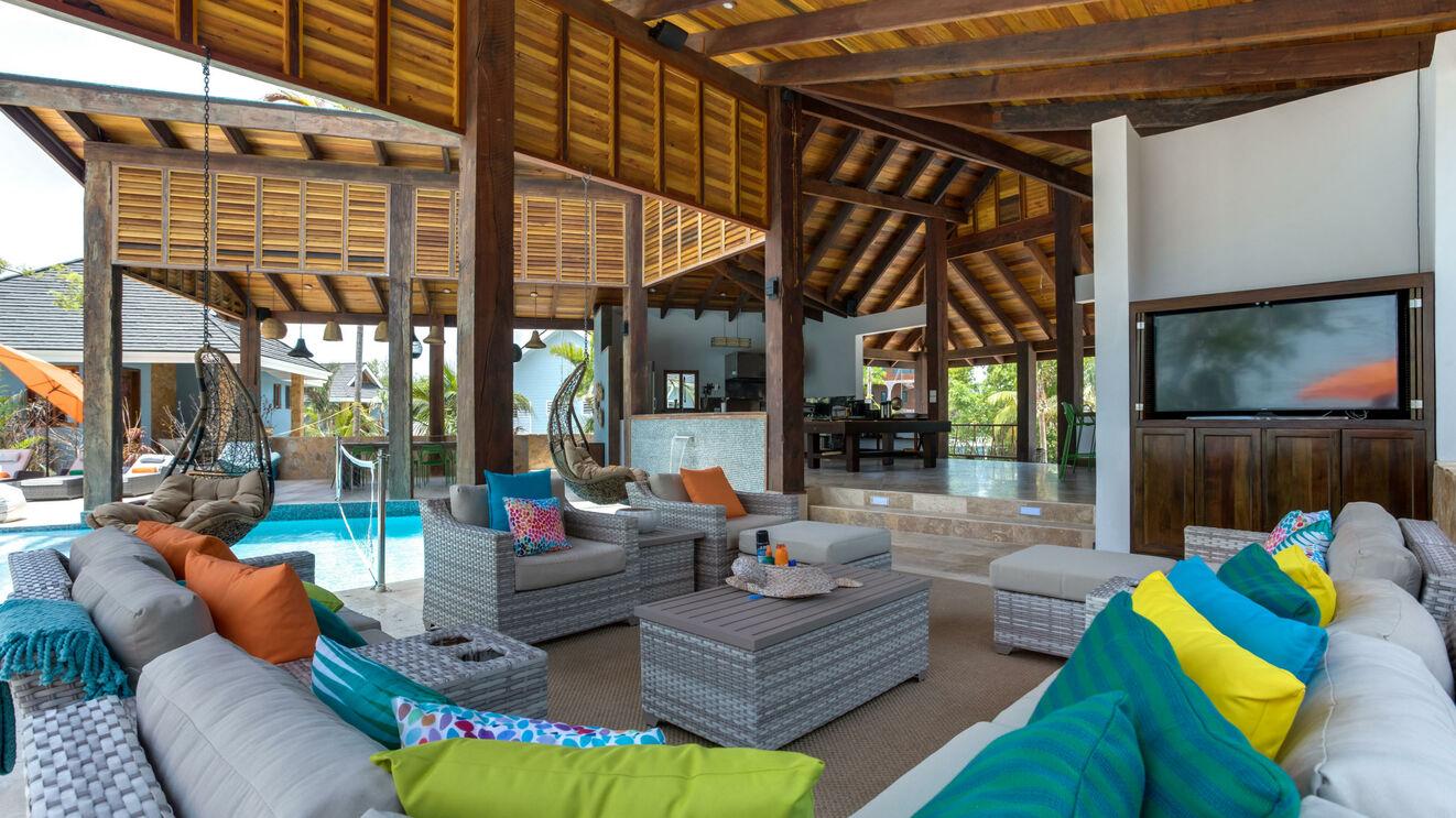 Outdoor Living Area & Lanai