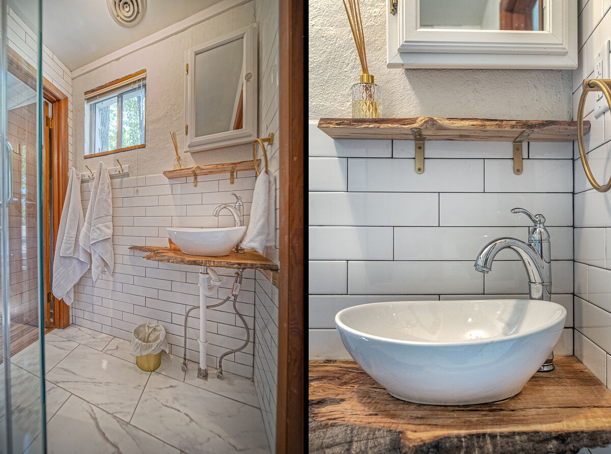 Bowl sink of the side bathroom.