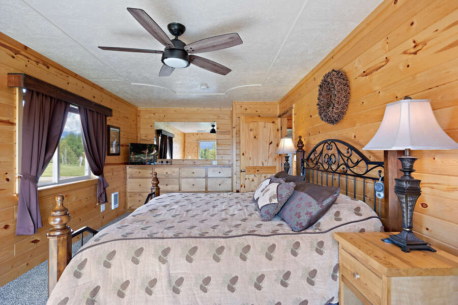 Henrys Hawk ~ main level master w/ queen bed, private bathroom, and private entrance to wraparound porch