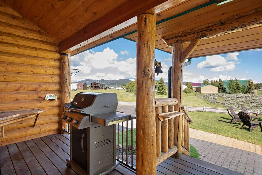 Henrys Hawk ~ wraparound porch w/ grill and prep station