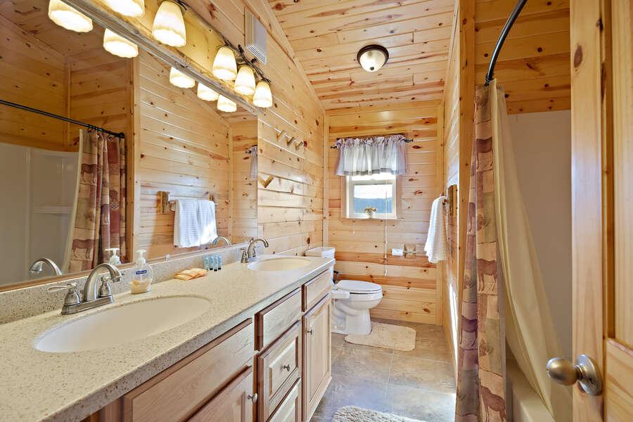 Henrys Hawk ~ shared full bathroom on upper level