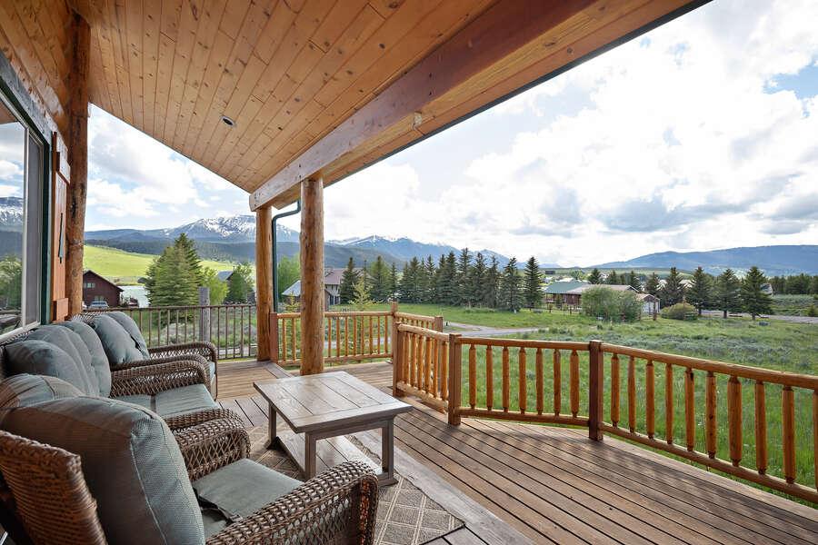 Henrys Hawk ~ wraparound porch seating