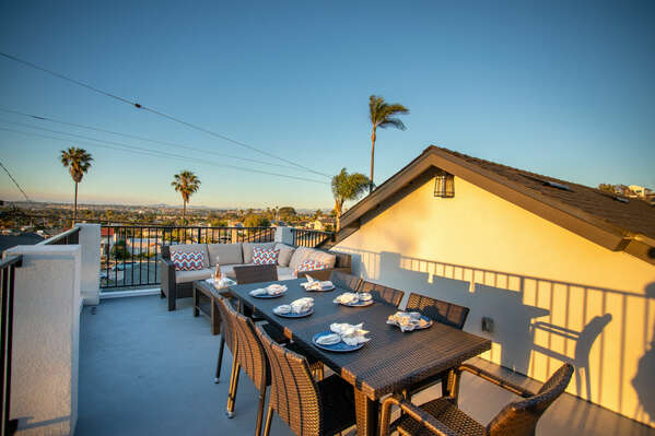 Rooftop Dining & Outdoor Living Room