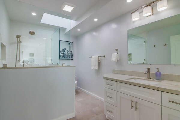 Master En-Suite Bath - Forth Floor