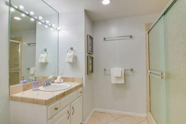 Full Guest Bath - Forth Floor