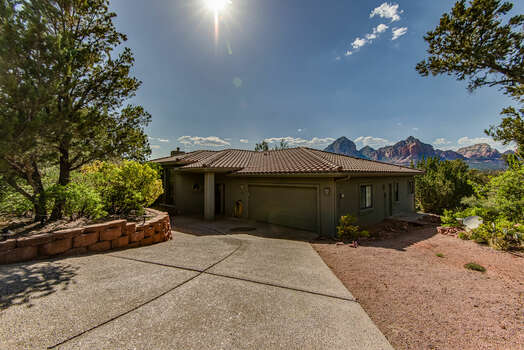 30-Day Min Rental Home in Uptown Sedona with a 2-Car Garage