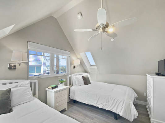 Guest Bedroom, 2 Full Beds - Third Floor
