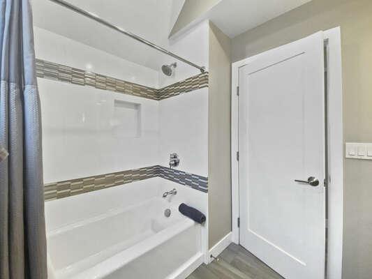 Full Guest Bath - Third Floor