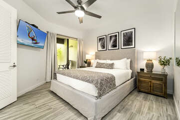 Bedroom with Private Lanai, Large Bed and Smart TV