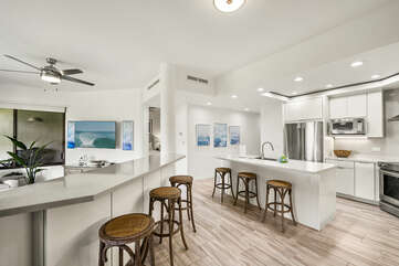 Breakfast Bar and Kitchen with Island