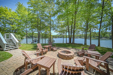 Seating around a fire pit in the backyard of this Smith Mountain Lake rental waterfront.