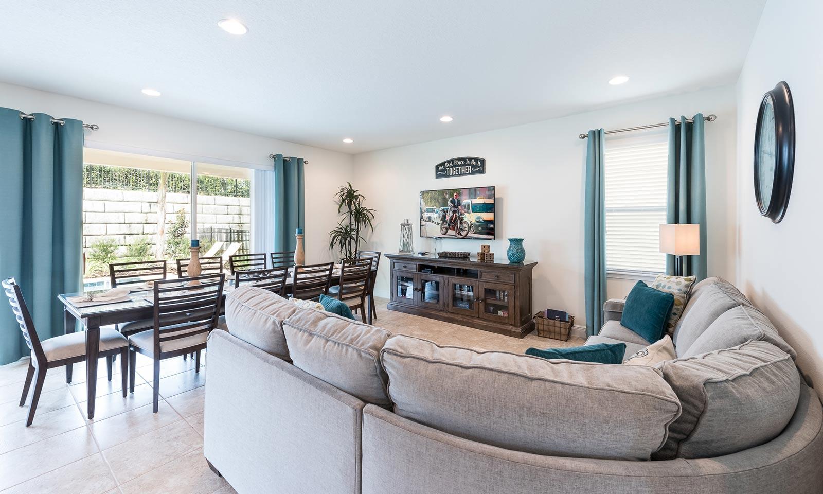 [amenities:living-area:2] Living Area