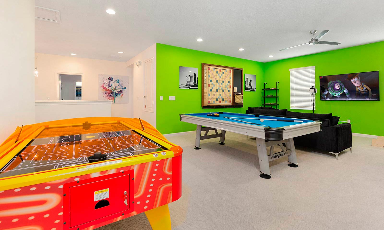 [amenities:Entertainment-Loft:2] Entertainment Loft