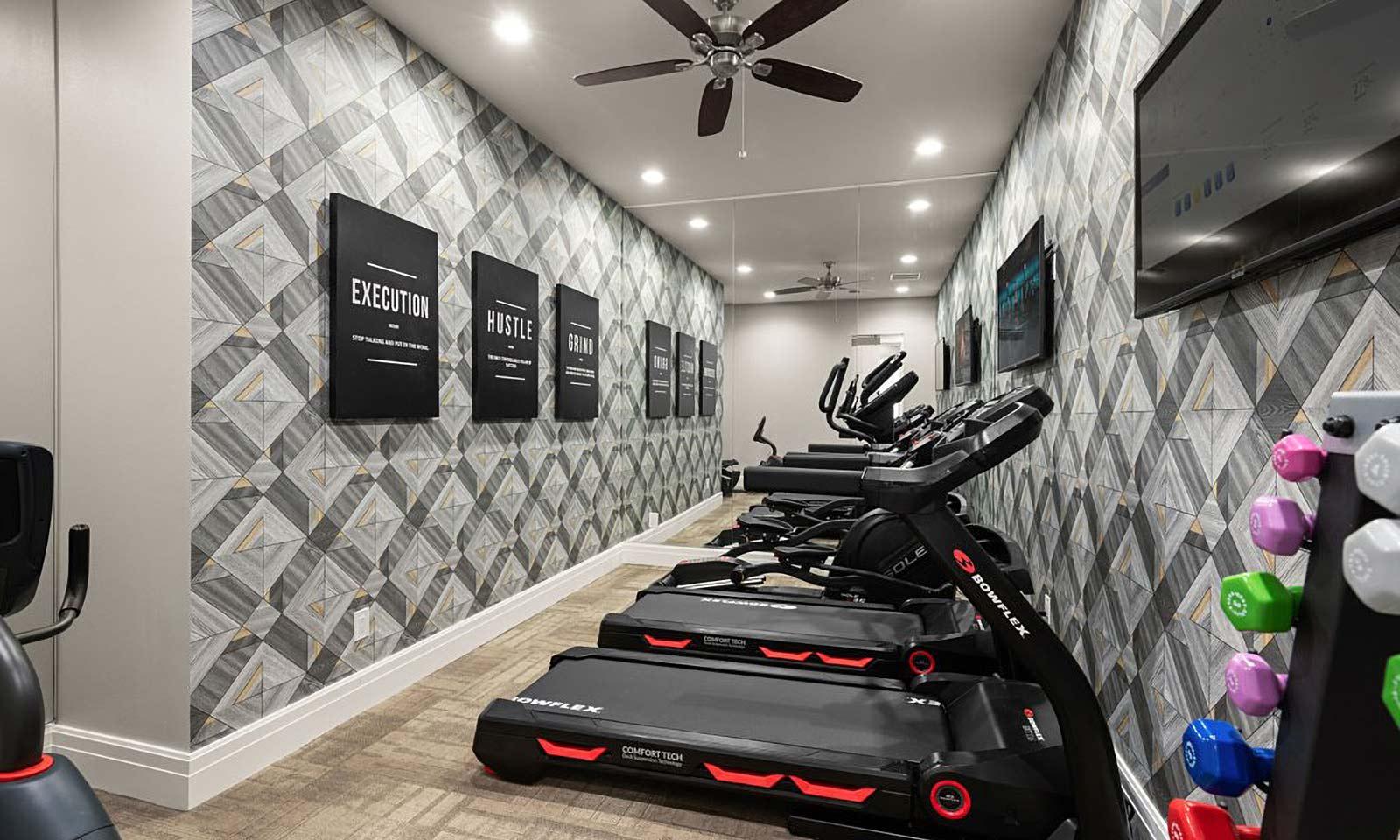 [amenities:Gym:2] Gym