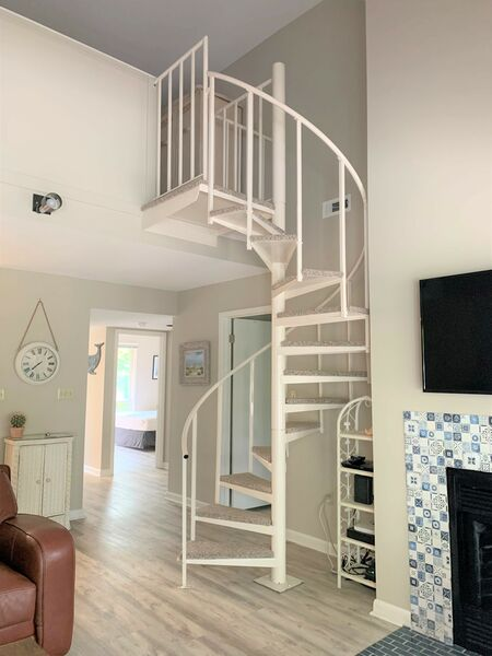 staircase to open loft