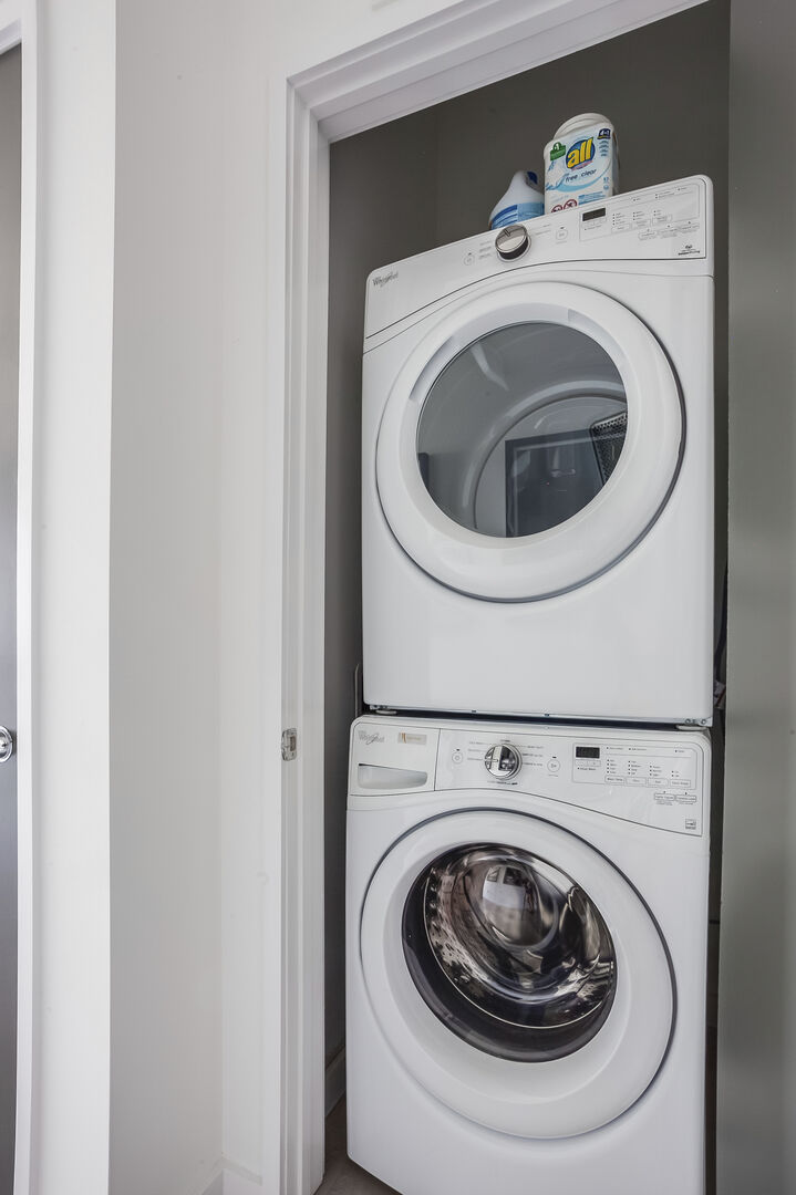 Laundry Closet with Washer/Dryer
