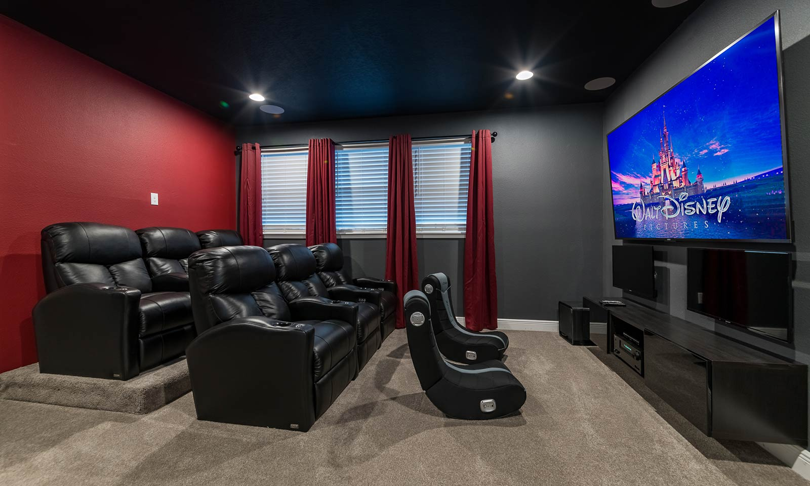[amenities:loft-theater:1] Loft Theater