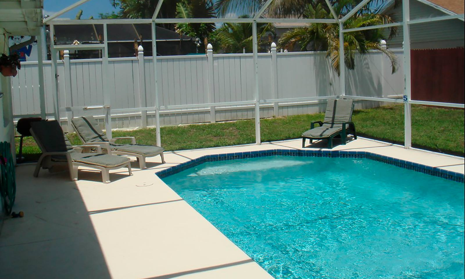 [amenities:screened-in-pool:1] Screened In Pool