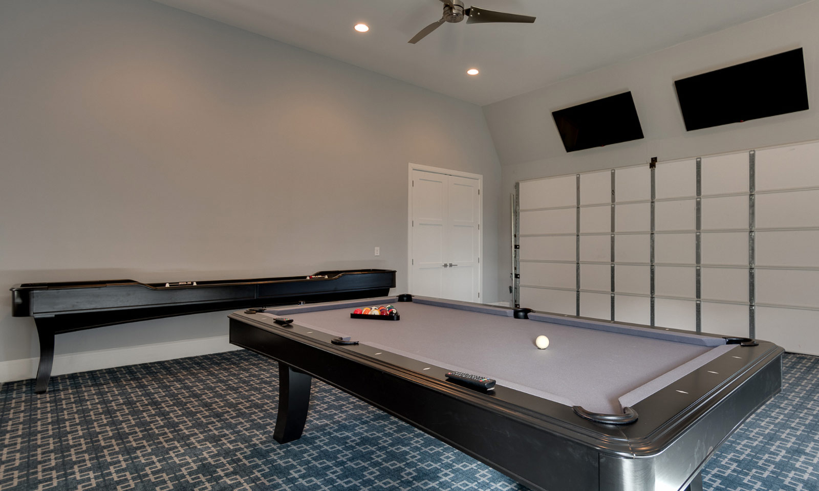 [amenities:Pool-Table:2] Pool Table
