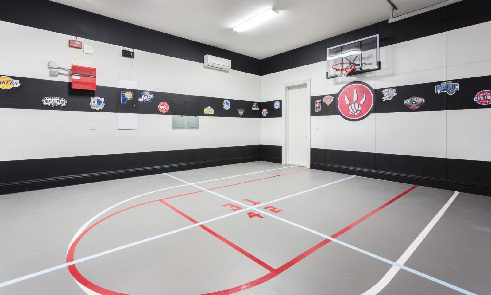 [amenities:Basketball-Court:3] Basketball Court