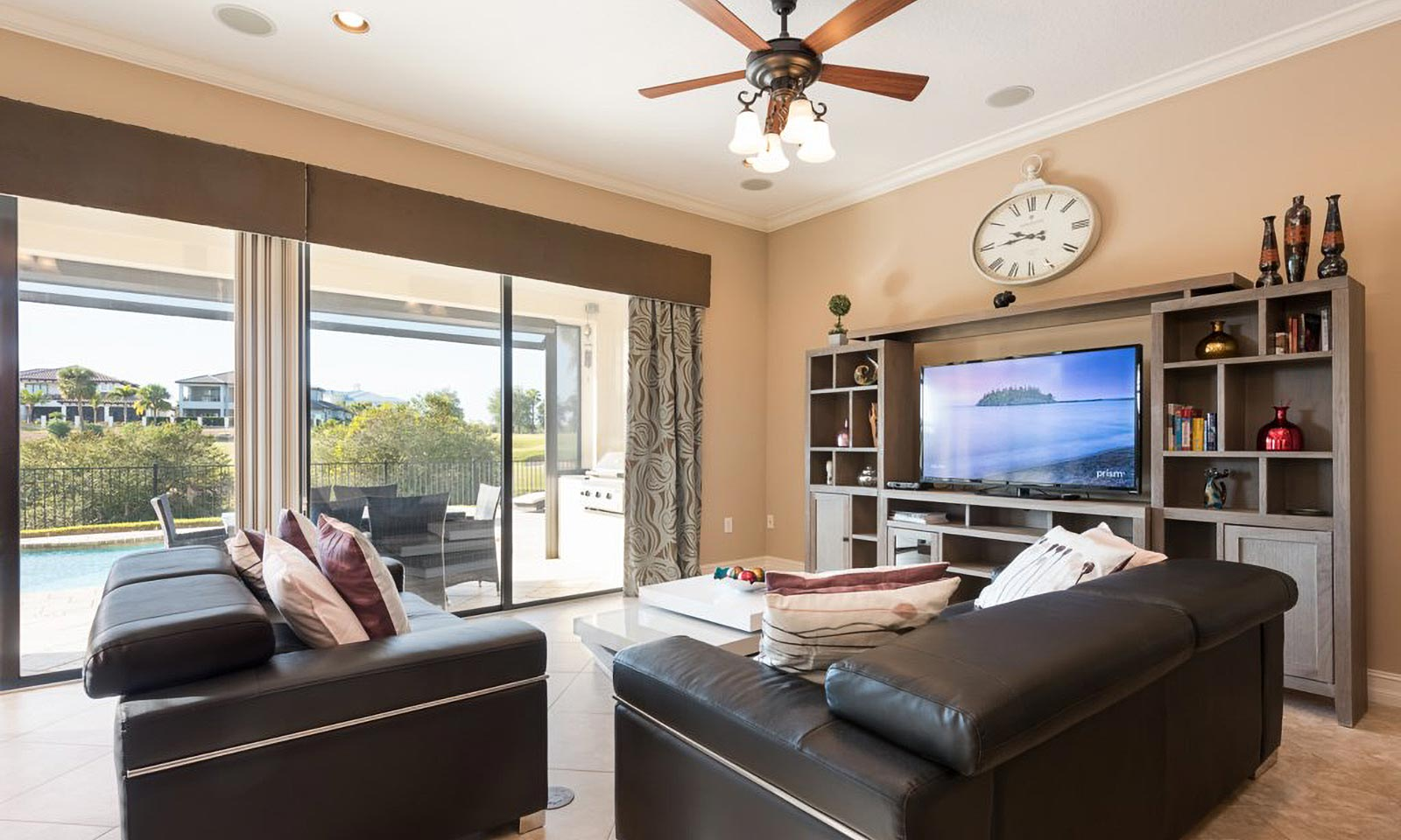 [amenities:Living-Room:1] Living Room
