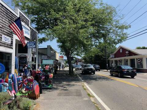 Dr. Gravity's Downtown Harwich Port- New England Vacation Rentals- Cape Cod