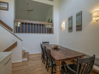 Dining room seating for 6+