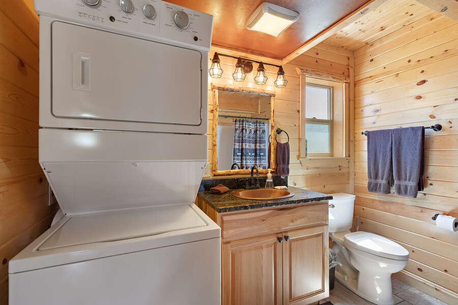 Shotgun Sunset ~ main level shared bathroom w/ washer, dryer, and shower/tub combo
