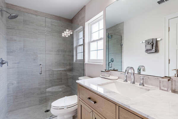 Ensuite bath with a walk-in shower