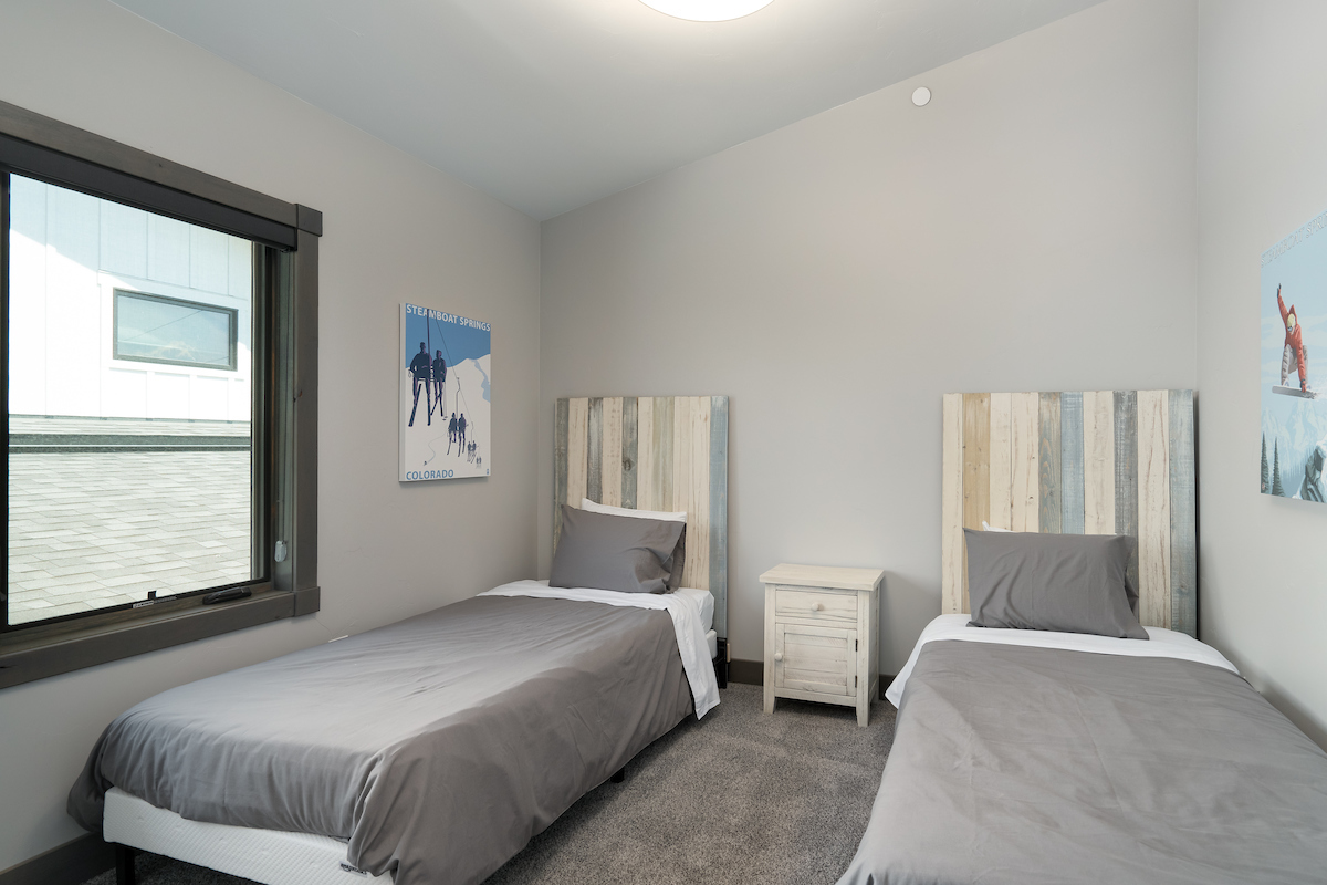 3rd bedroom with 2 twin beds - upon request can be pushed together