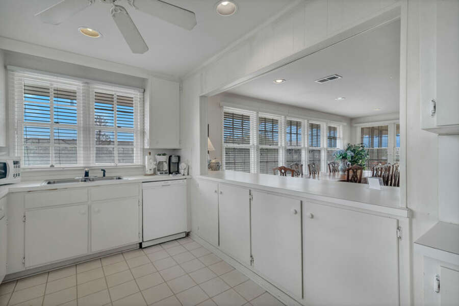 Full Size, Fully Equipped Kitchen