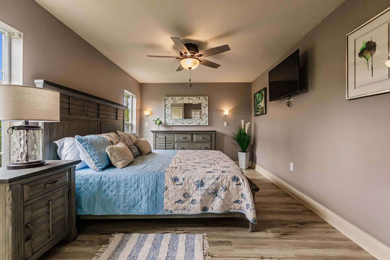 Cozy Bedroom in Beach Paradise
