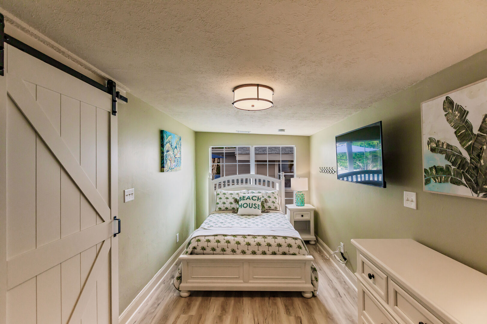 Small Private Bedroom with TV and Closet Private Beach House Rental in Florida