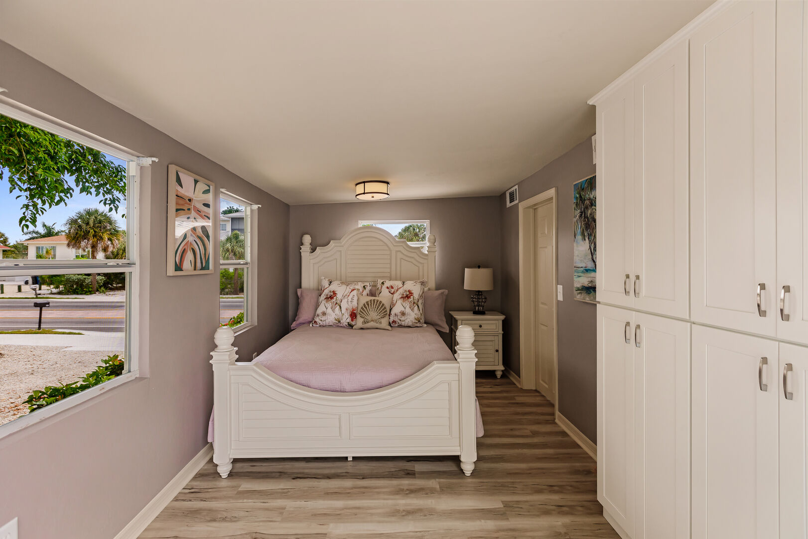 Stone Crab Cottage Private Bedroom with Large Bed