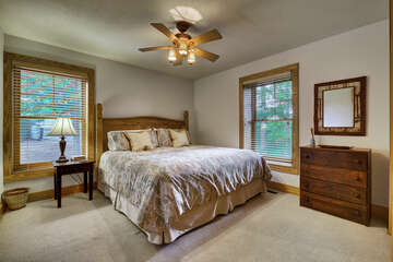 Apartment's King Bedroom