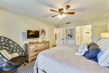 King Size Master Suite with flat screen tv
