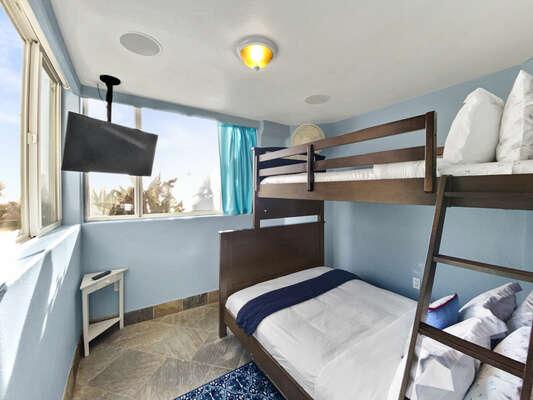 Bunk Room - Full/Twin Bunk Bed