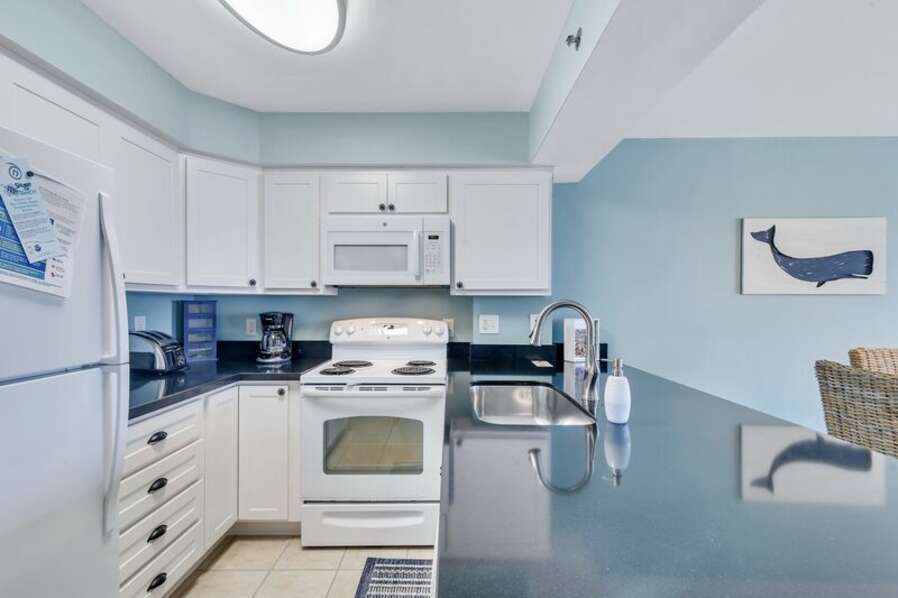 Beautifully Upgraded Fully Equipped Kitchen