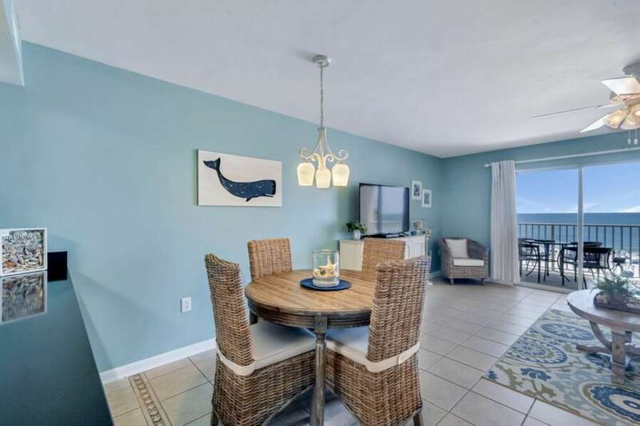 Dining Nook for 4 with Views of the Gulf