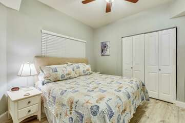 (King) Master bedroom with spacious closet