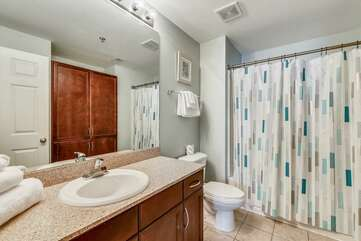 Private full bathroom adjacent to third bedroom (shower/tub)