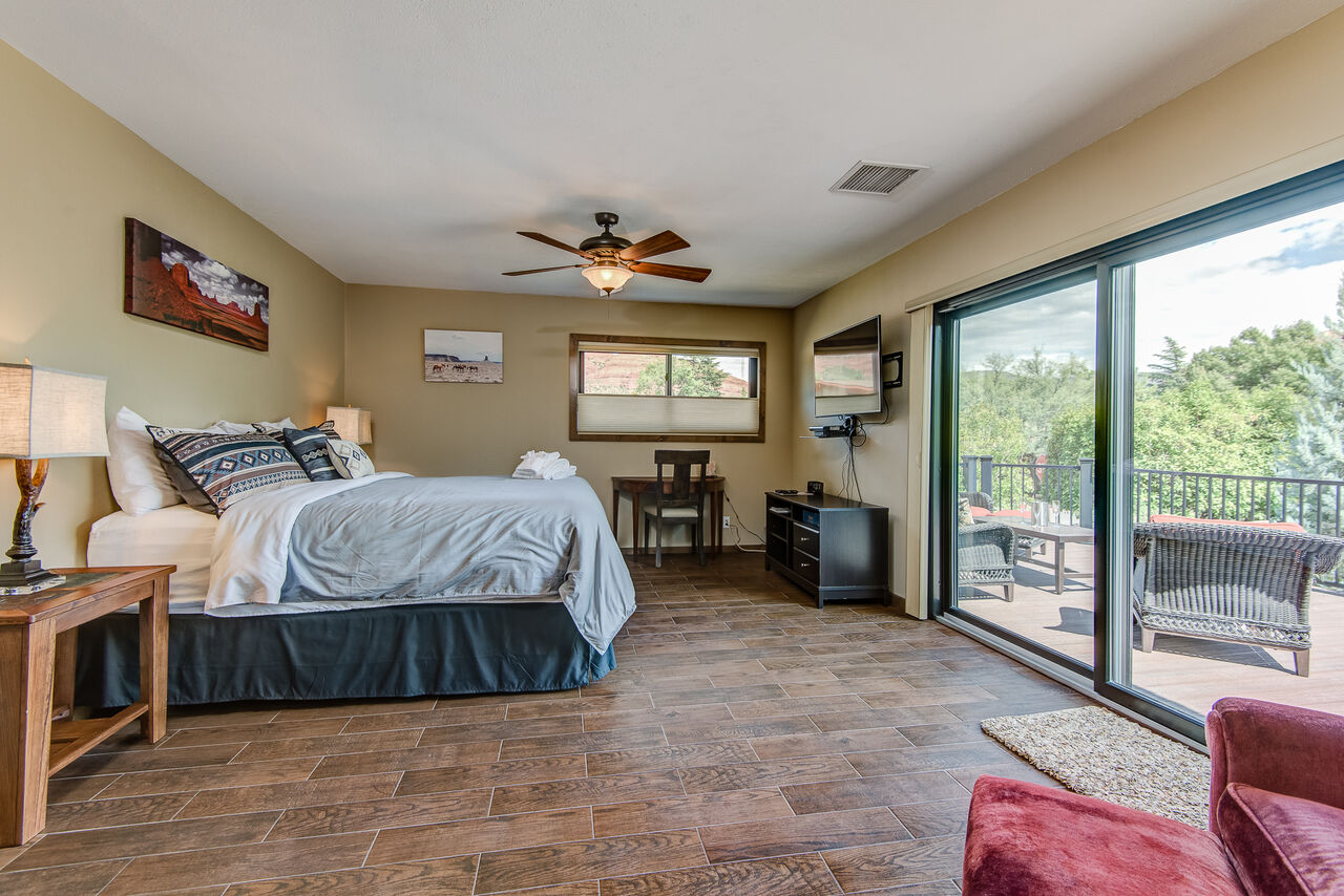King Bed, Smart TV with Cable, and a Private Balcony for Red Rock Views and Star Gazing