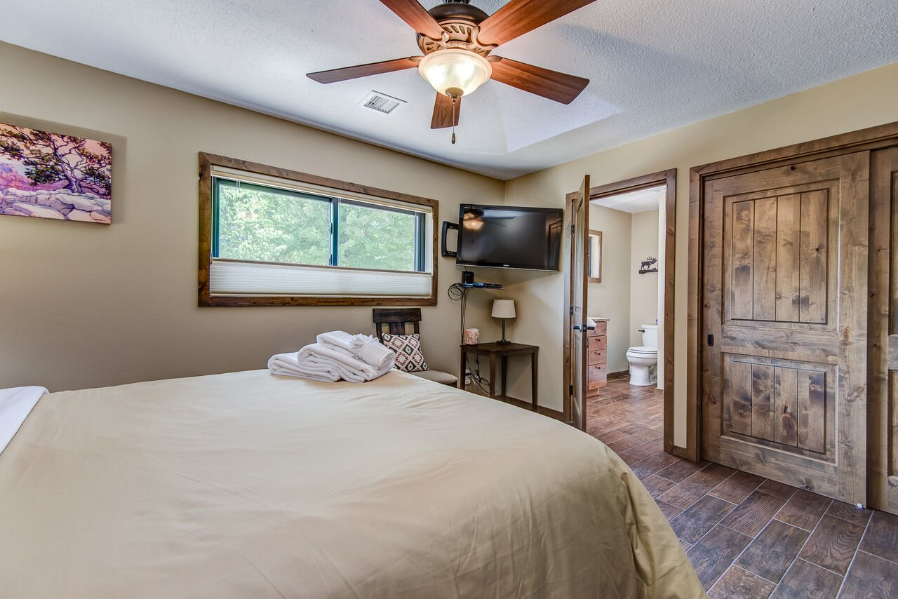 Queen Bed, Smart TV with Cable, and Private Bath